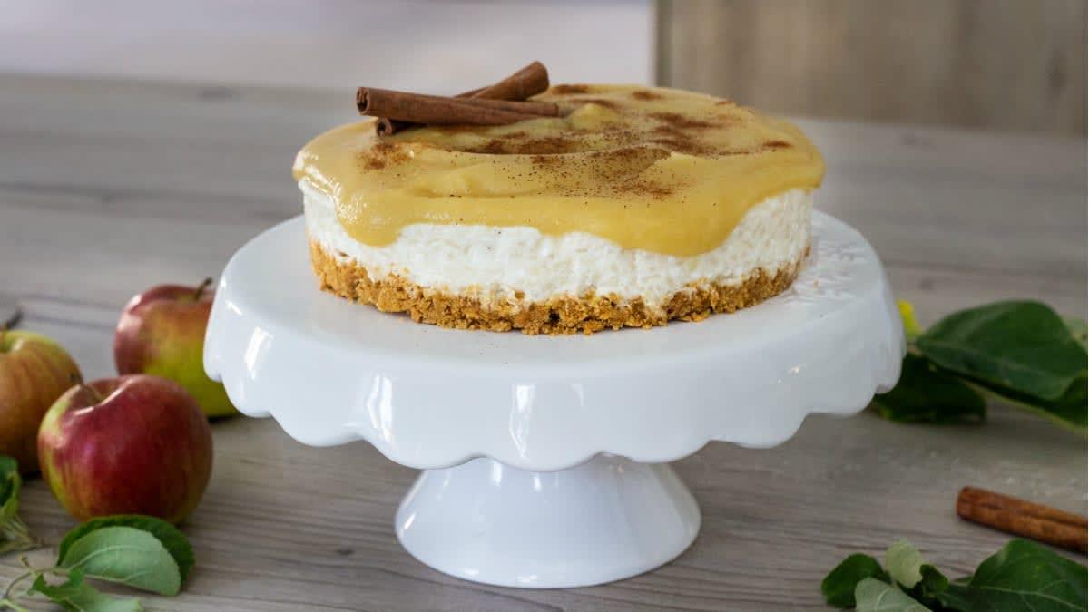 Varškės pyragas su obuolių uogiene