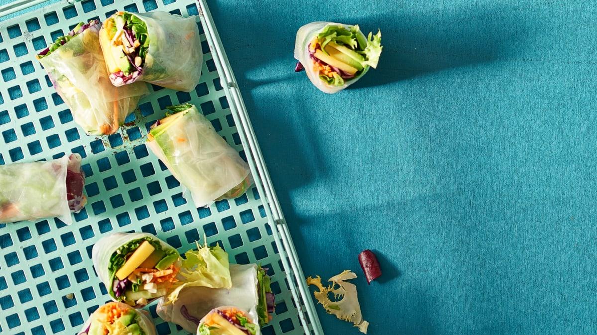 Ryžių popieriaus suktinukai su Provanso salotomis