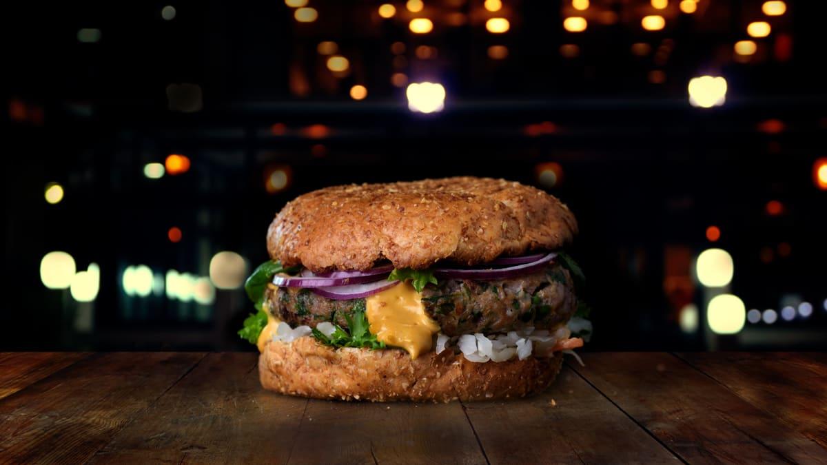 Pikantne lambaburger ürtidega