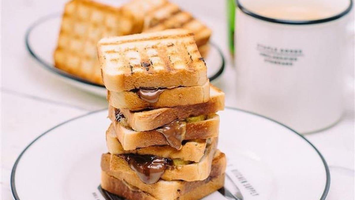 Banāna, šokolādes un zemesriekstu krēma sendviči