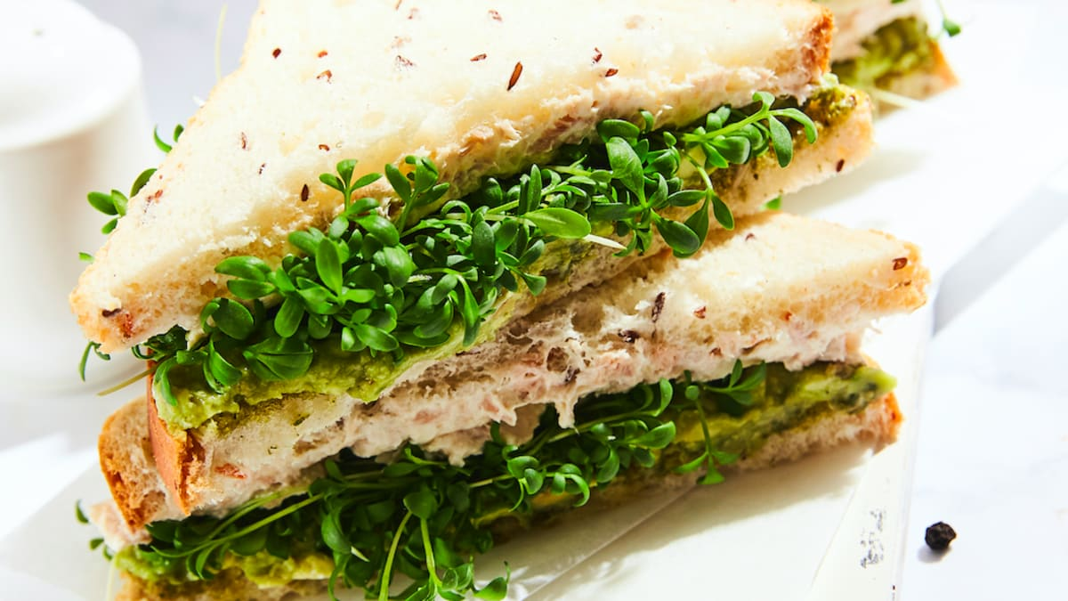 Tunča un dīgstu sendviči
