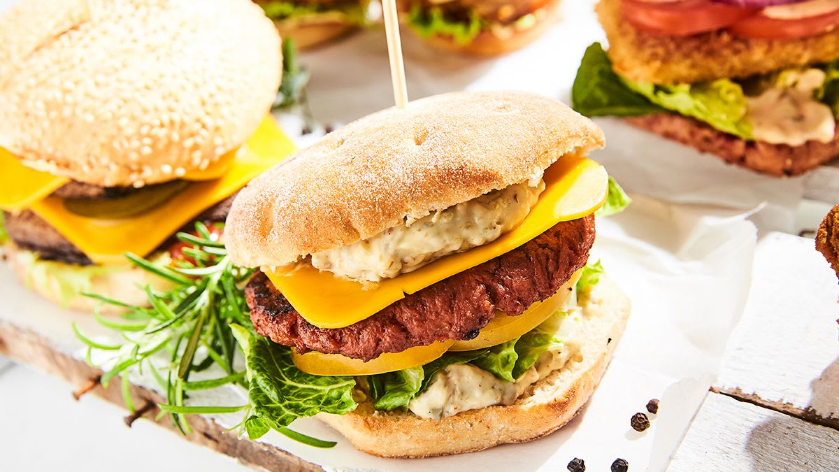 Portobello sēņu burgers ar aprikožu BBQ mērci