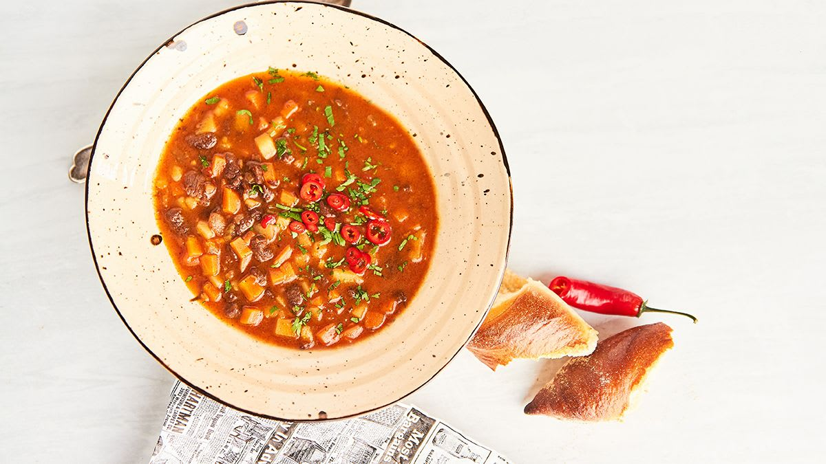 Liellopa zupa ar sarkanvīnu