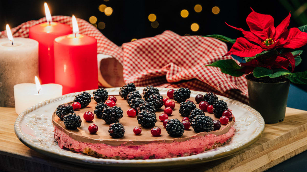 Talvine kook põldmarjakreemi ja šokolaadiga