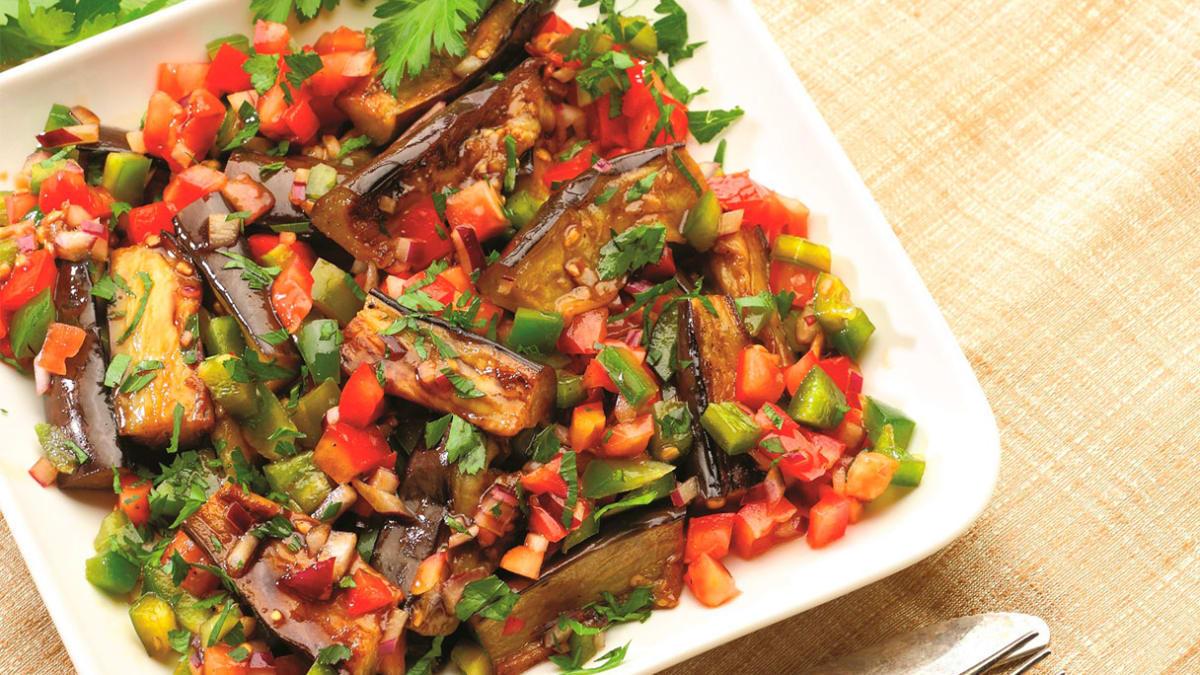 Keptų baklažanų salotos
