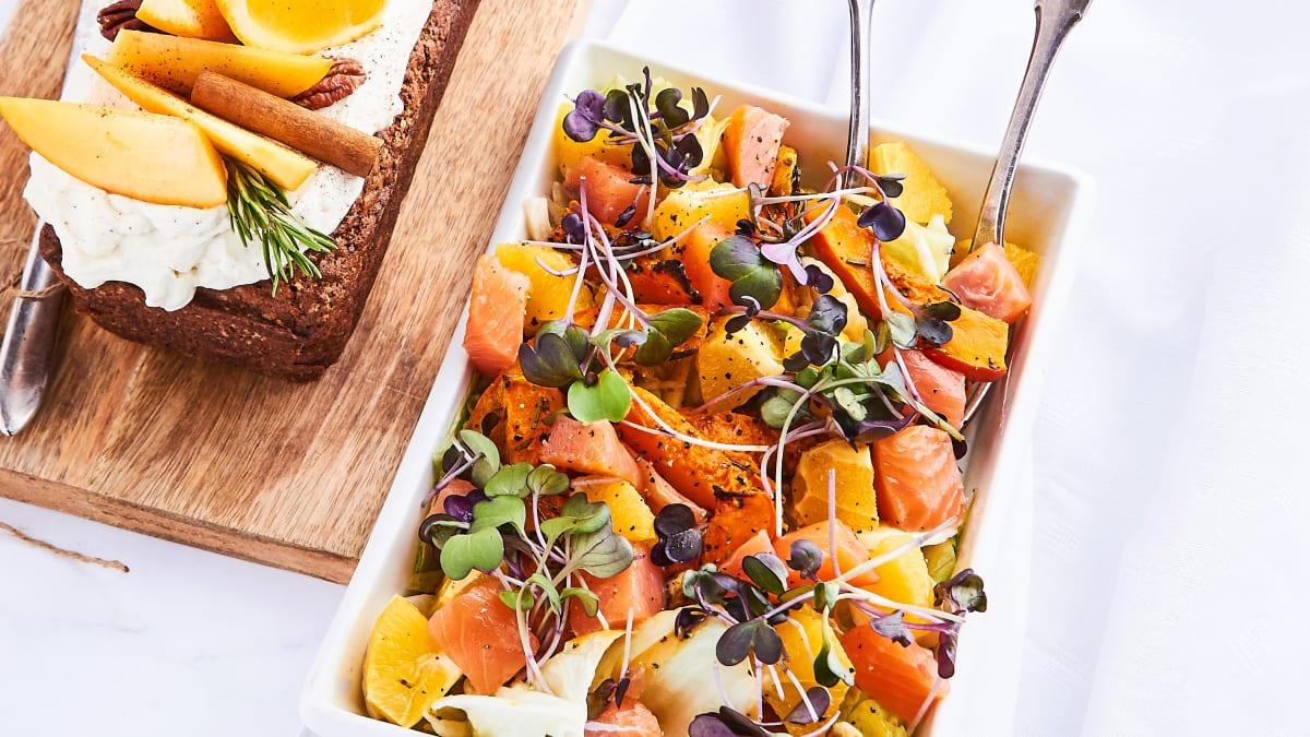 Apelsīnu un kūpināta laša salāti