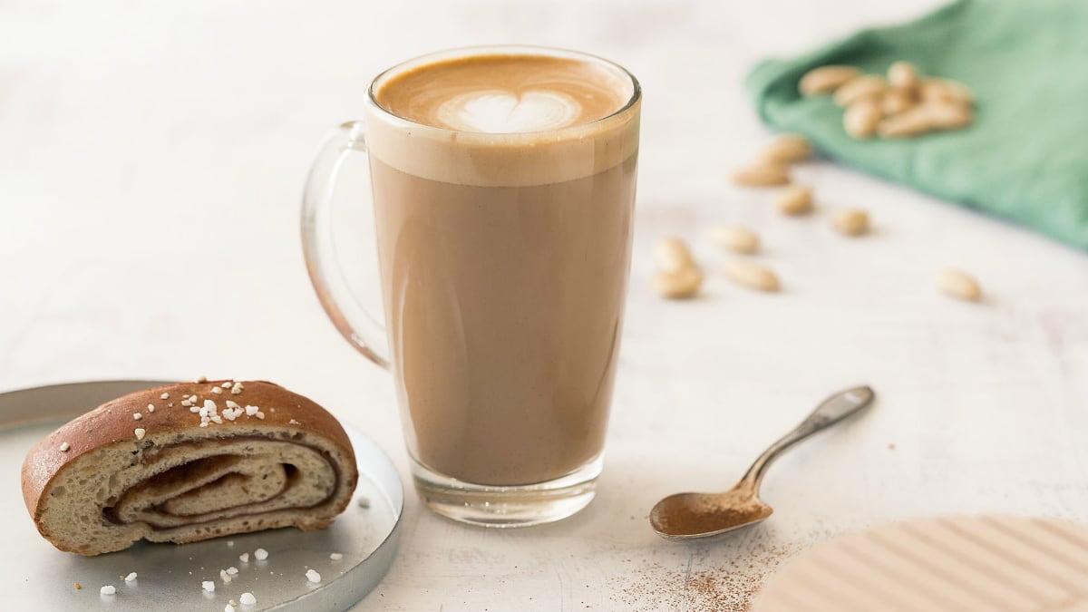 Sügisene kaneelirullidest inspireeritud latte