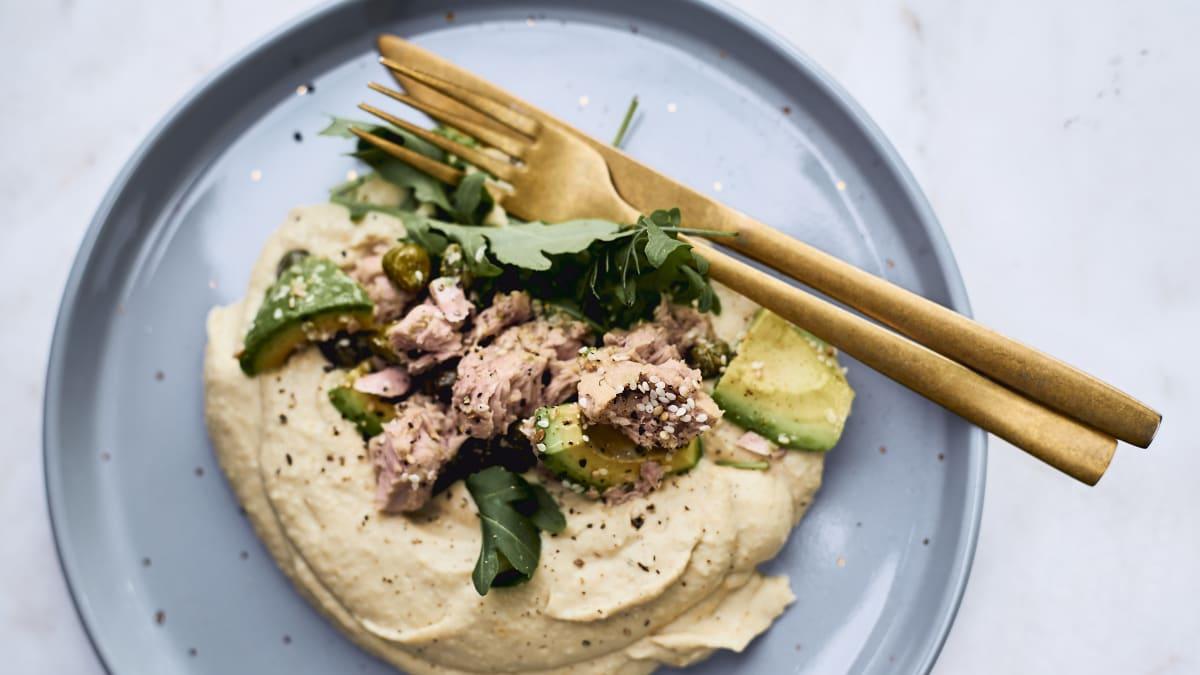Humoss ar tunča salātiem