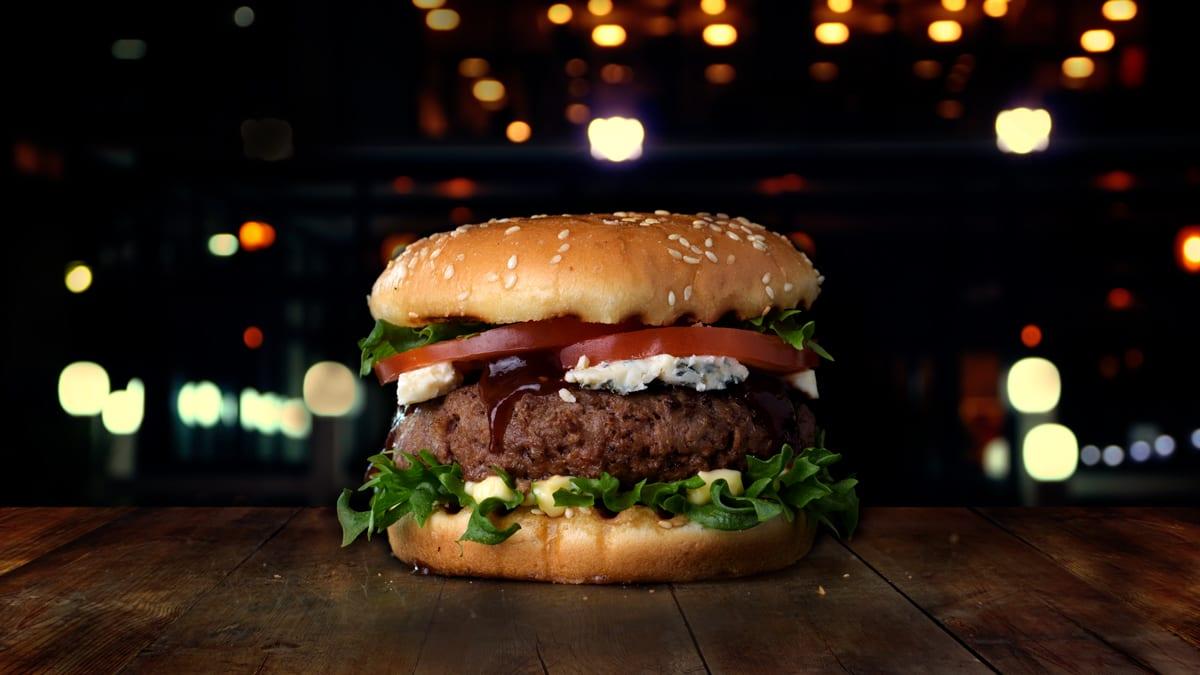 Mahlane veiseburger sinihallitusjuustuga