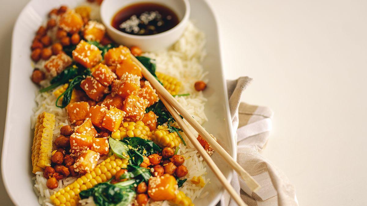 Rīsi ar sviesta ķirbi un kraukšķīgiem auna zirņiem
