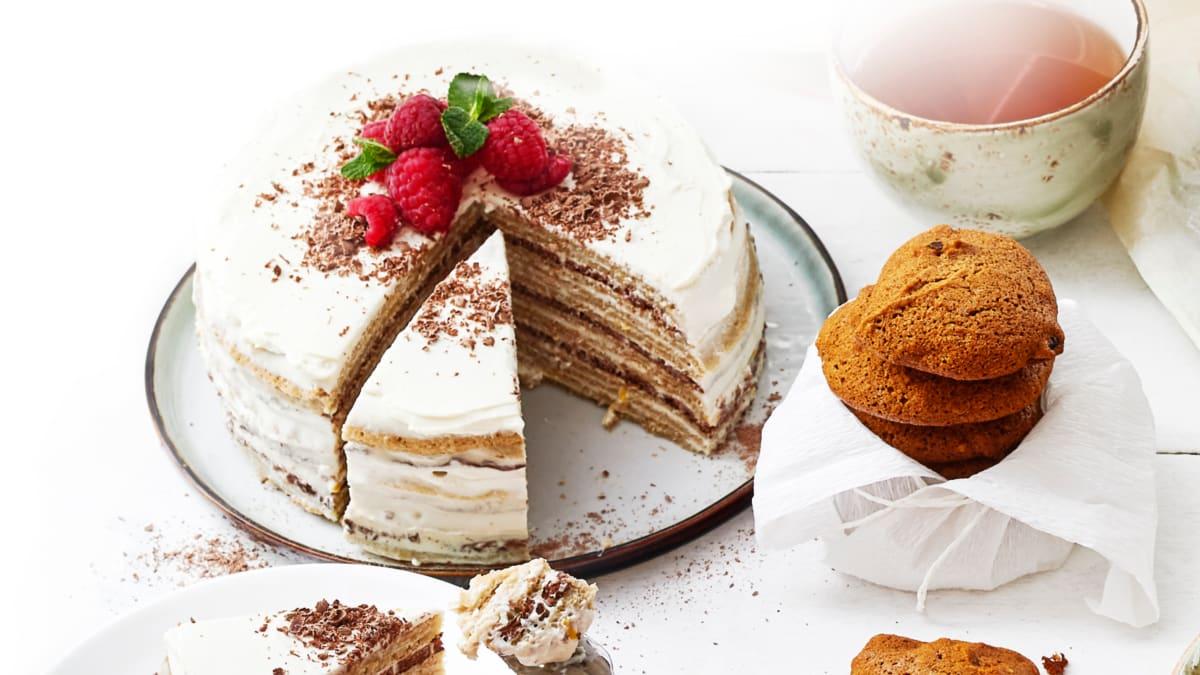 Avižinių blynų tortas su jogurtu