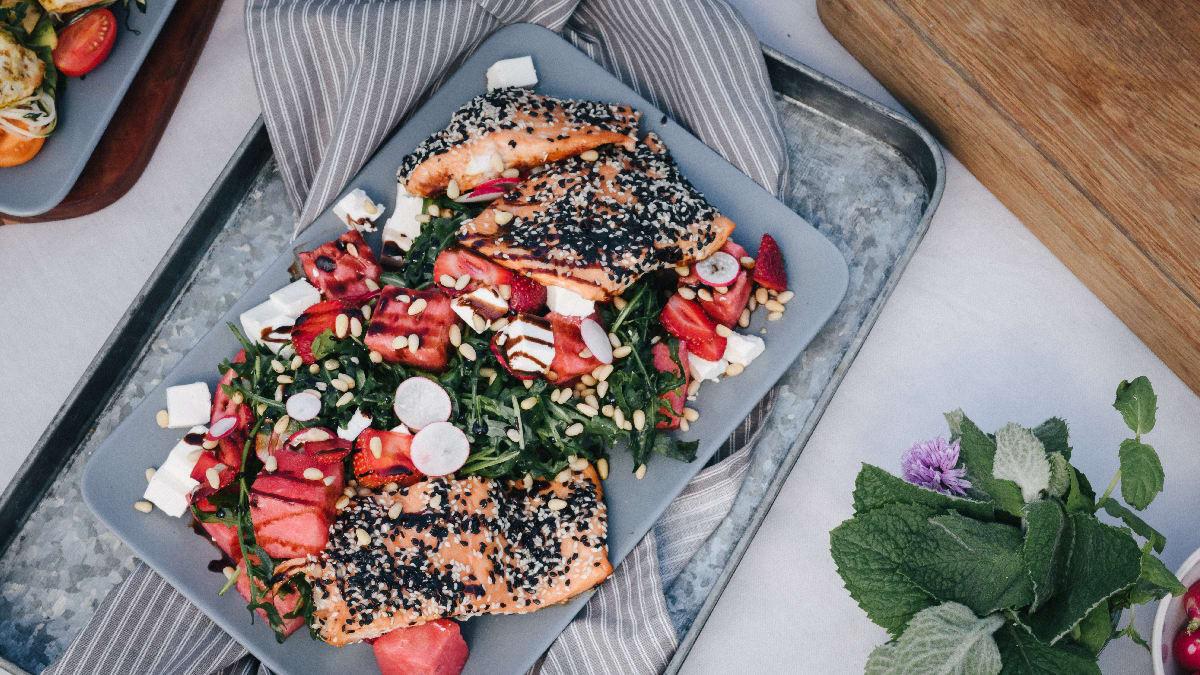 Grillitud lõhe värske arbuusisalatiga