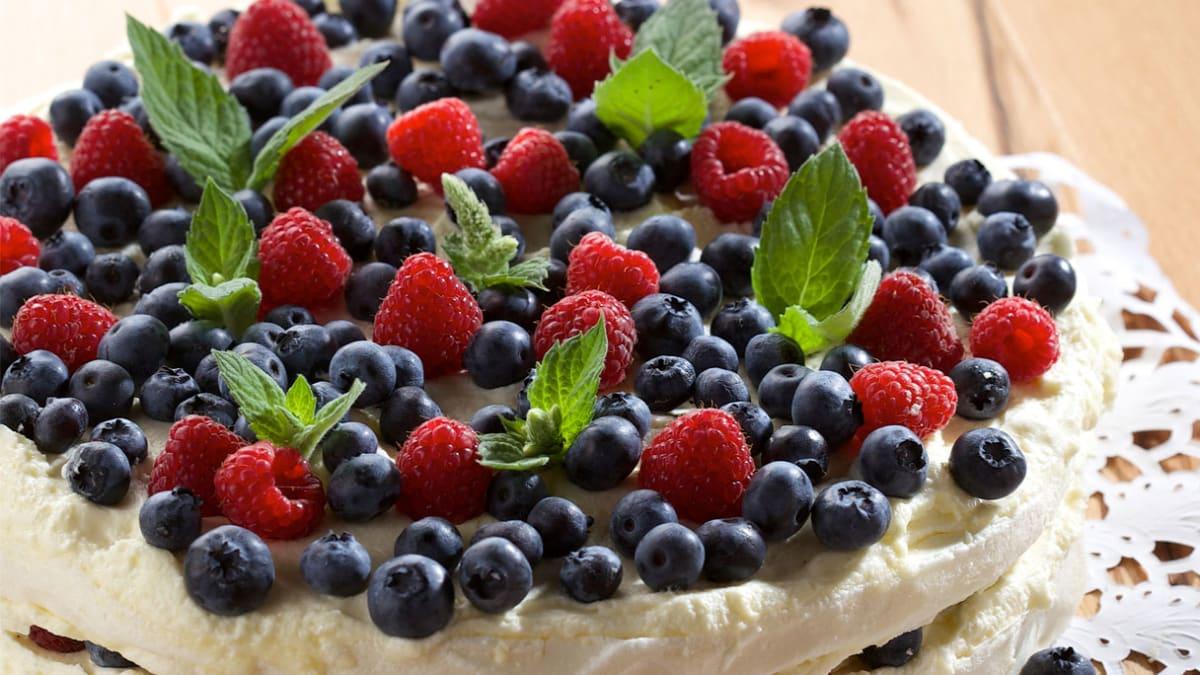Morenginis tortas su uogomis
