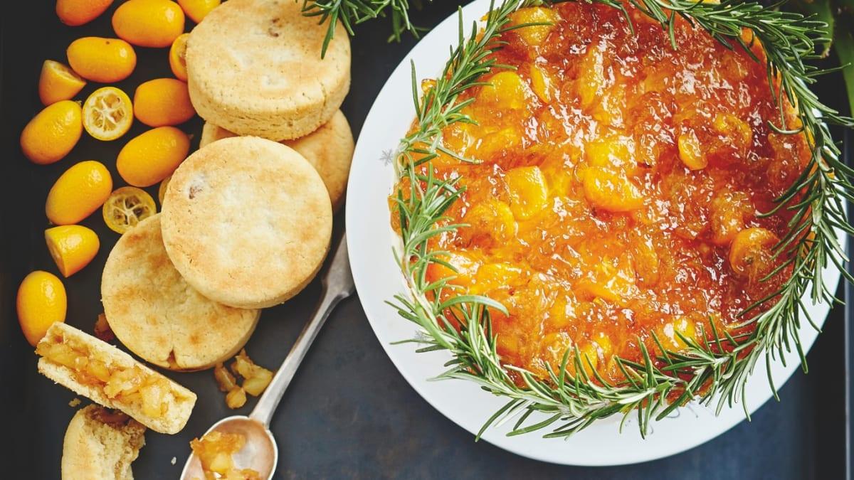Siera kūka ar kumkvata un rozmarīna ievārījumu