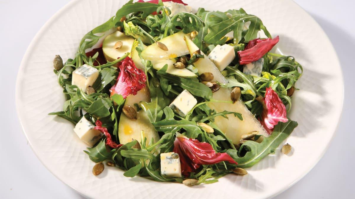 Kriaušių salotos su pelėsiniu sūriu