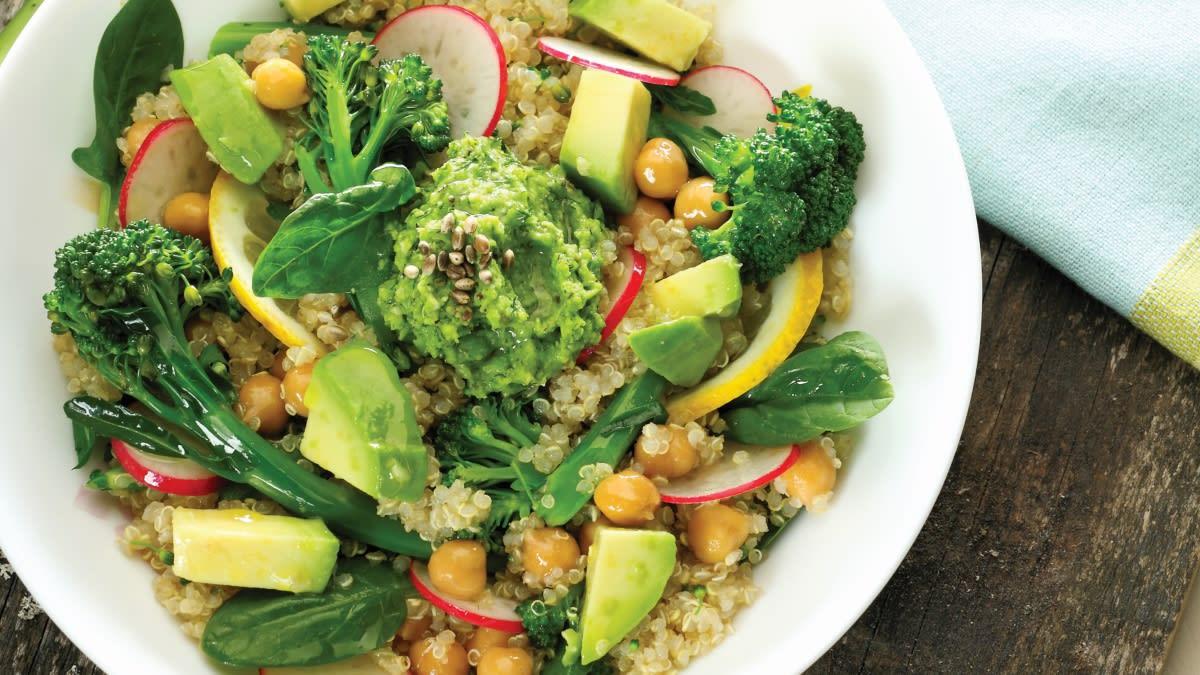 Bolivinės balandos salotos su pavasariniais brokoliais
