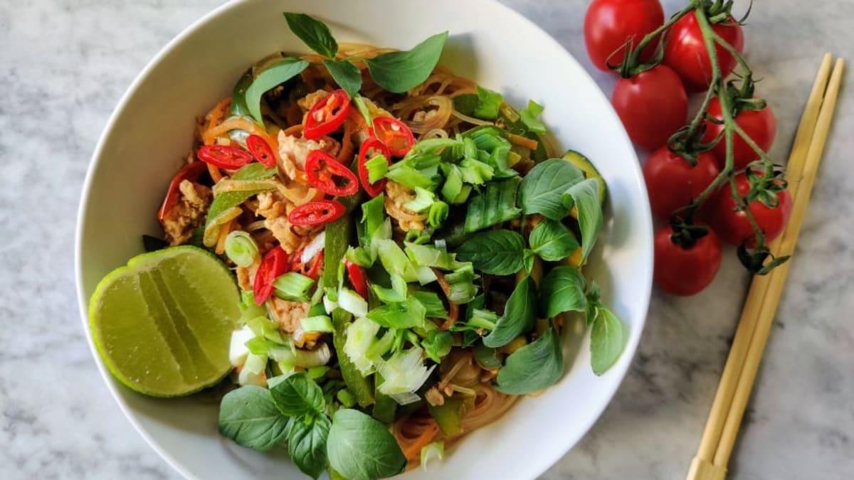 Gluteenivaba nuudliwok köögiviljade ja kanaga