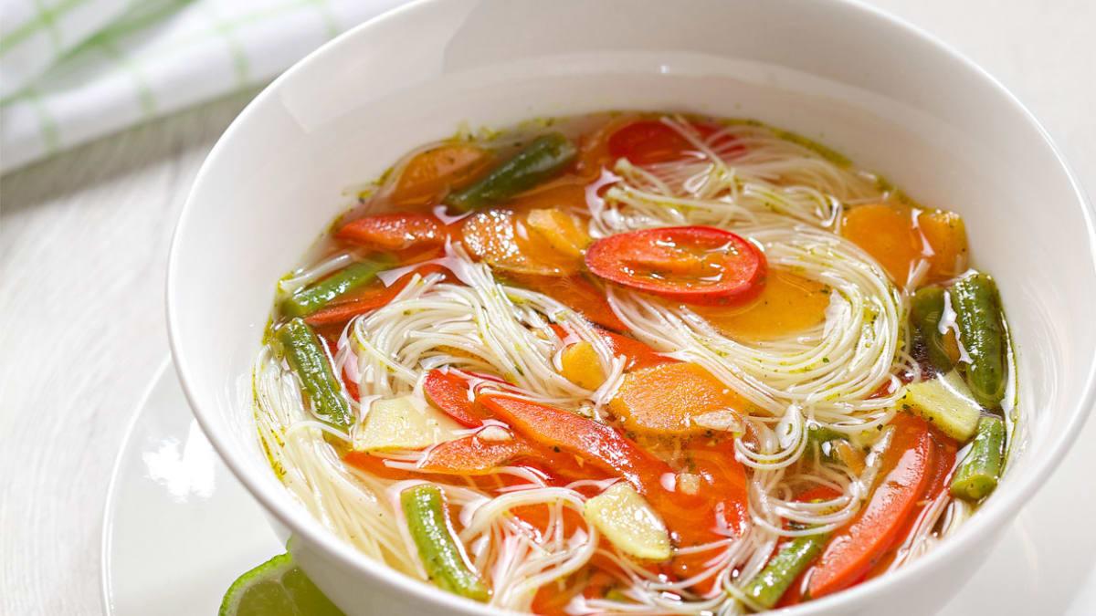 Aštri tailandietiška ryžių makaronų sriuba