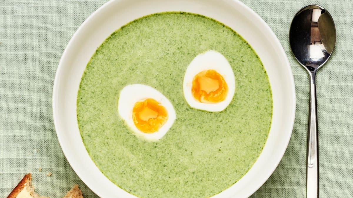 Špinatų sriuba su virtu kiaušiniu