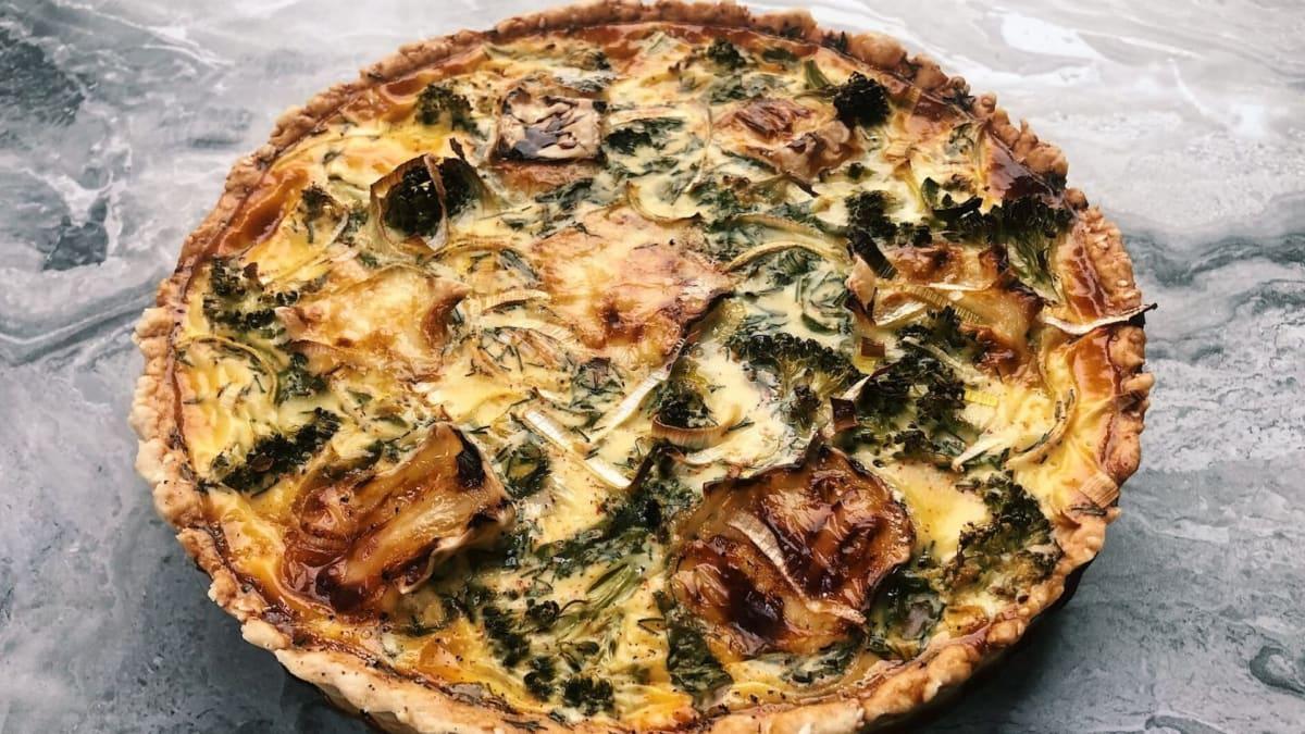 Prancūziškas pyragas su brokoliais ir brie sūriu