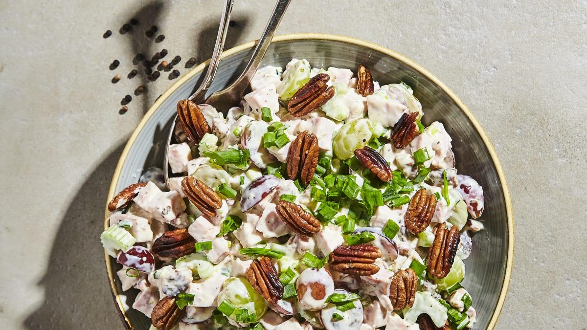 Kūpinātas vistas salāti svētkiem
