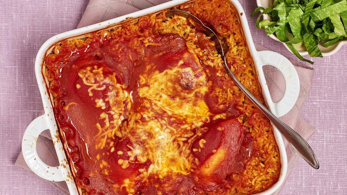 Ahjukana tomatiküpsetatud riisiga