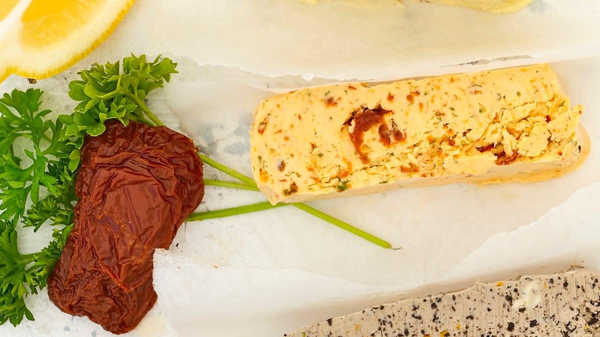Saulėje džiovintų pomidorų sviestas