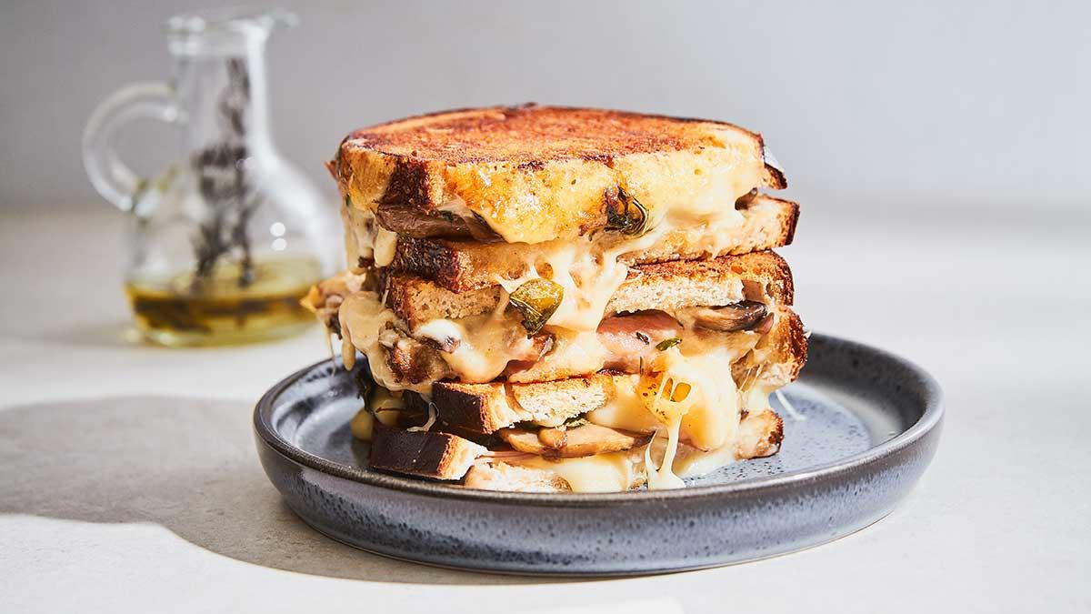 Sēņu tosts ar Ementāles sieru