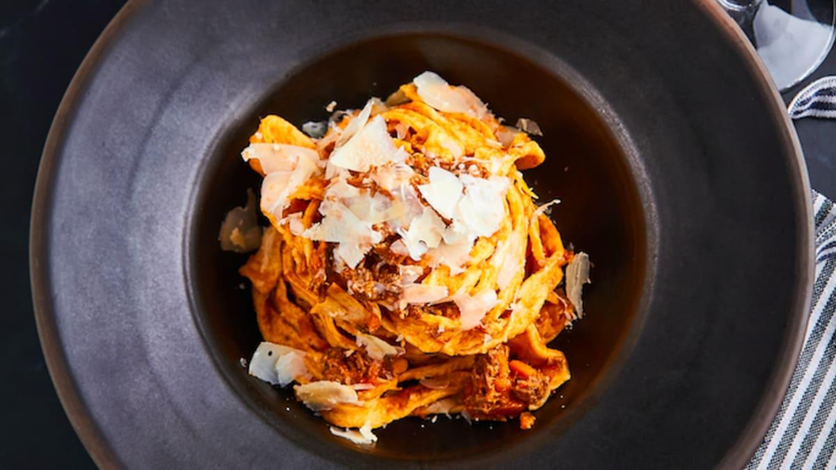 Tagliatelle ar liellopa gaļu un Parmas sieru