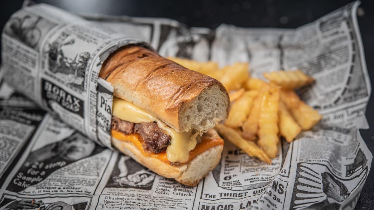 Dubultā siera & šķiņķa sendvičs
