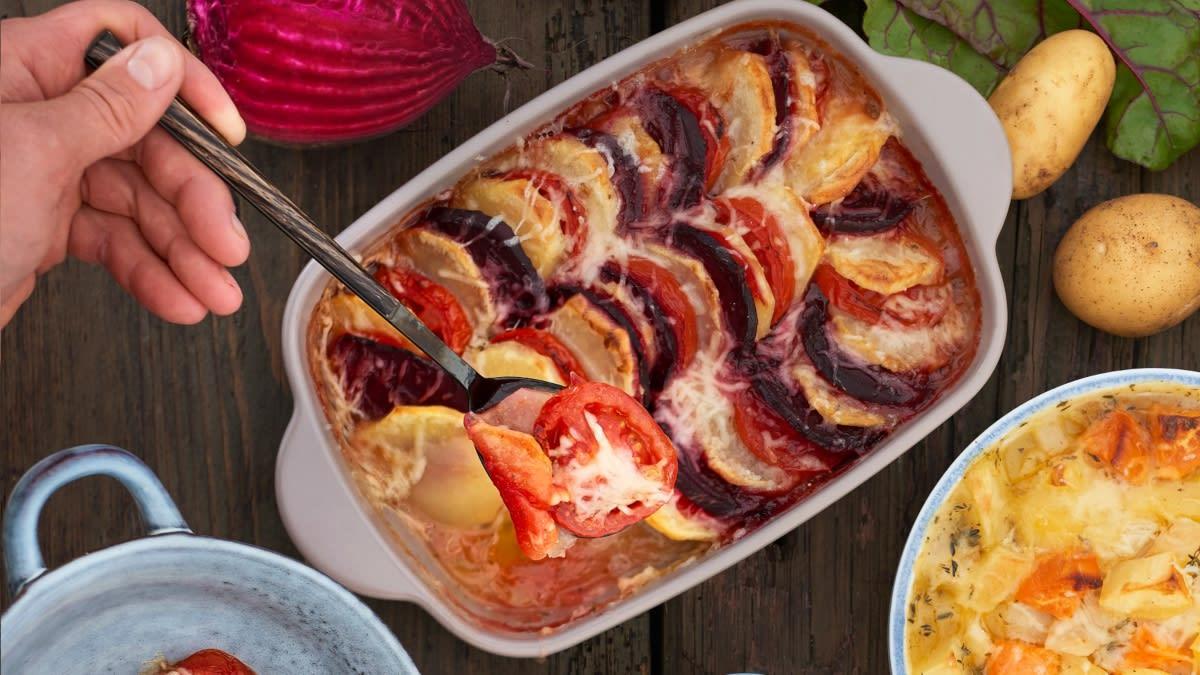 Burokėlių, pomidorų ir bulvių apkepėlė