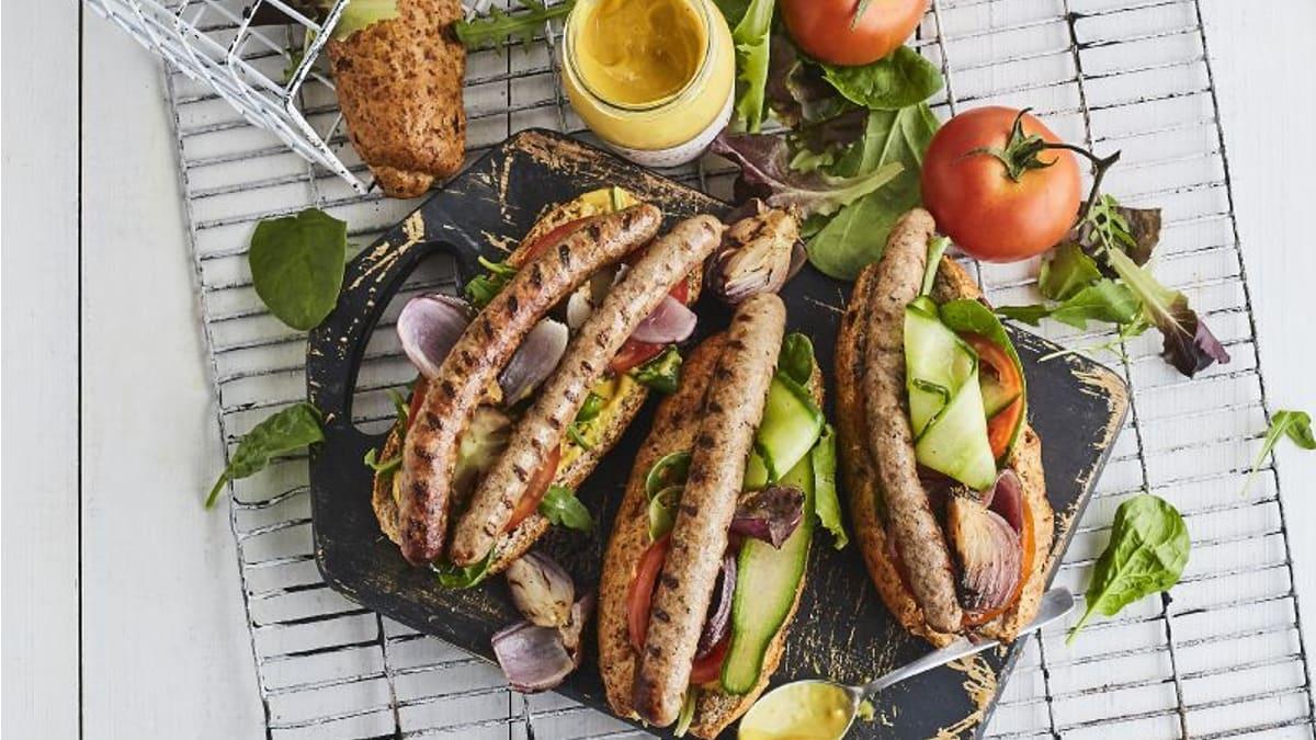 Kupātu hot dogs ar fiksiem gurķīšiem