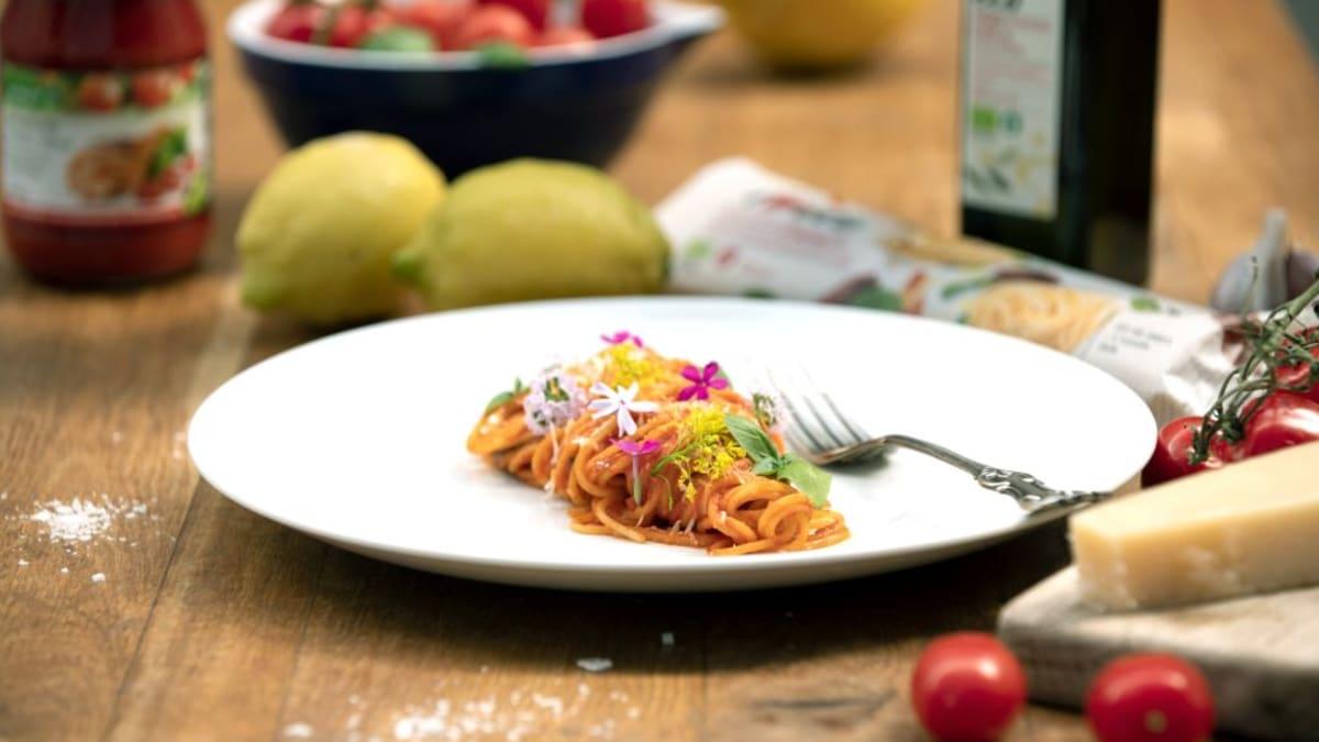 Pasta pomodoro (tomatipasta)