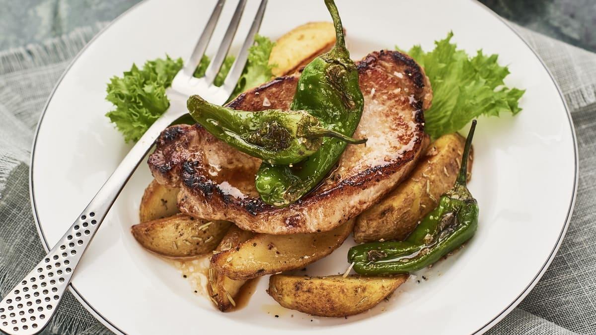 Kotlet röstitud kartuli ja Padróni kaunpipardega