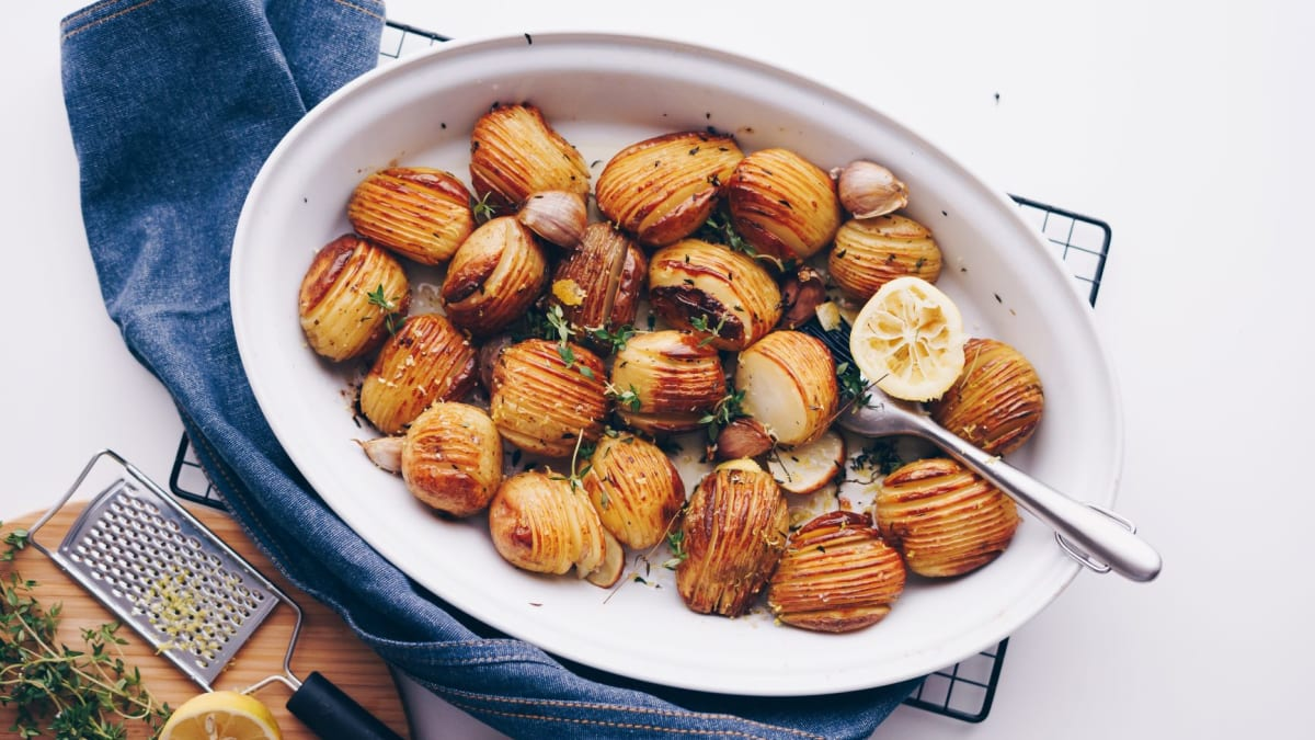 Kartupeļu šķēlītes ar timiānu un citronu