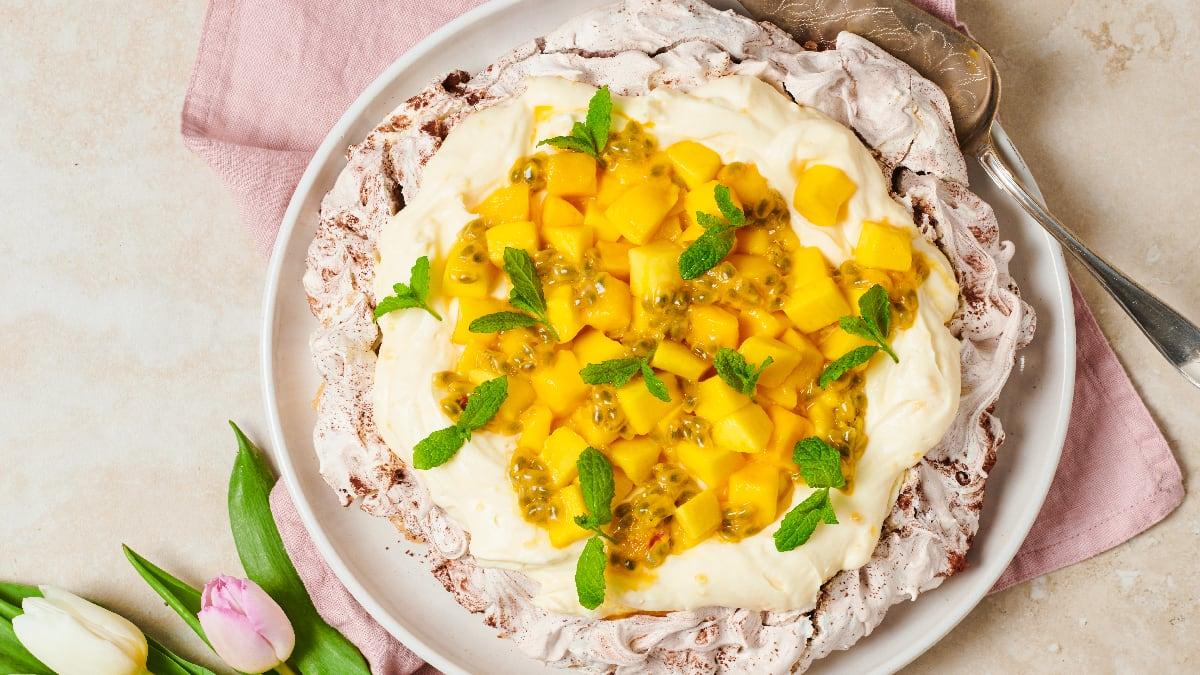 Šokolaadipavlova sidrunikreemi ja mangoga
