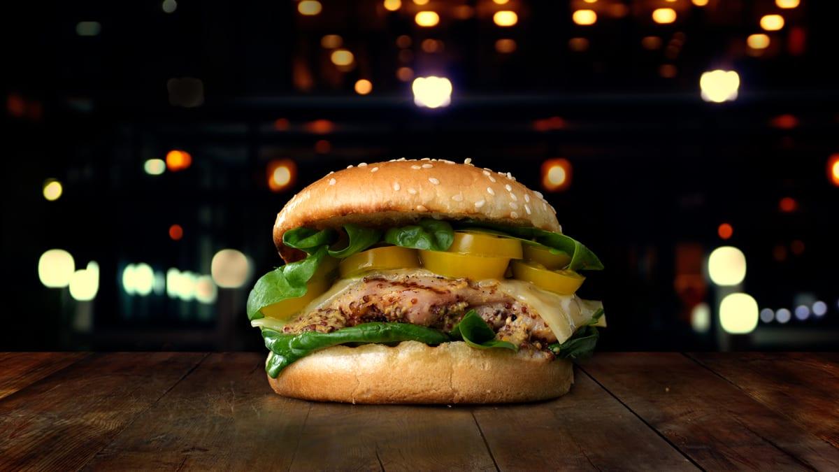 Burger mee-sinepi kanaga