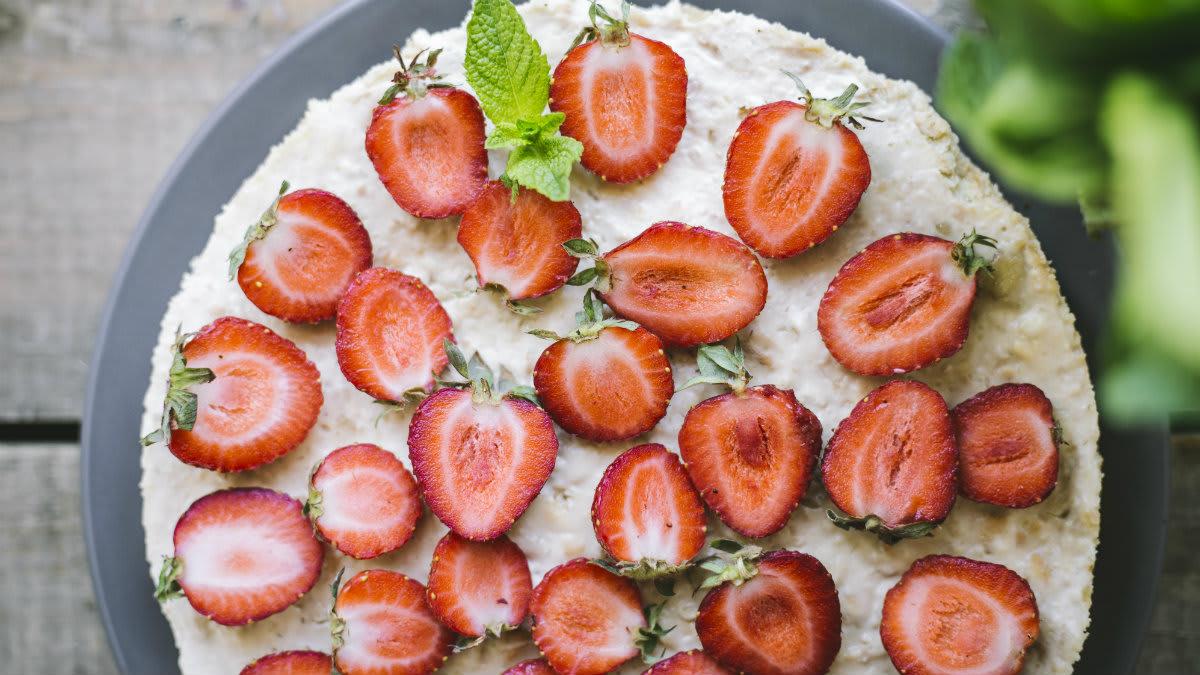 Halvaa-küpsisetort maasikatega