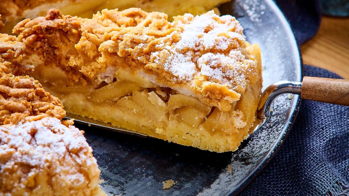 """Lenkiškas obuolių pyragas """"Sharlotka"""""""