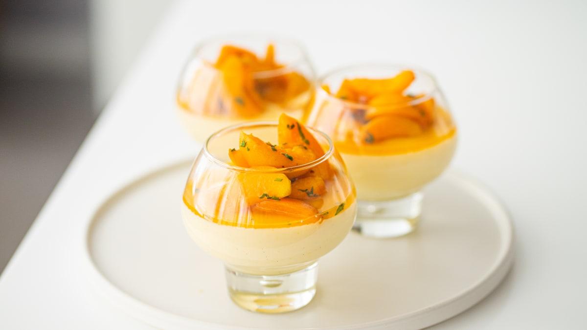 Jogurta Panna Cotta ar aprikozēm