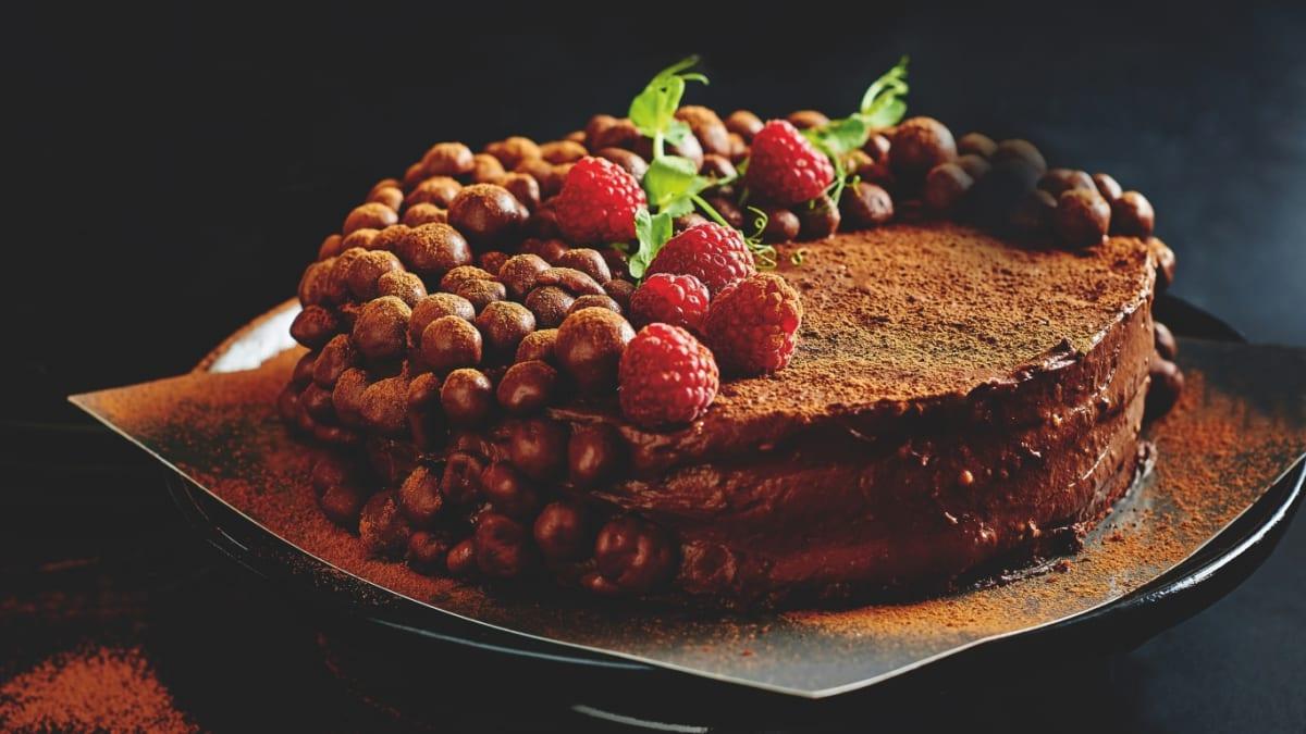 Šokolādes torte ar avenēm