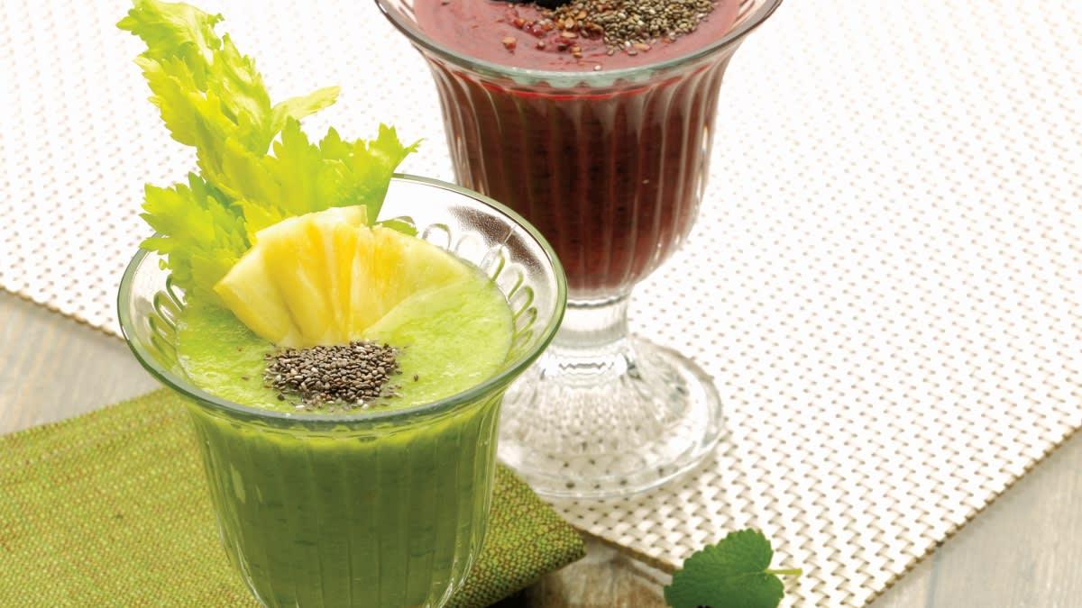 Gaivus žaliasis kokteilis ir vaisinis kokteilis su mėlynėmis
