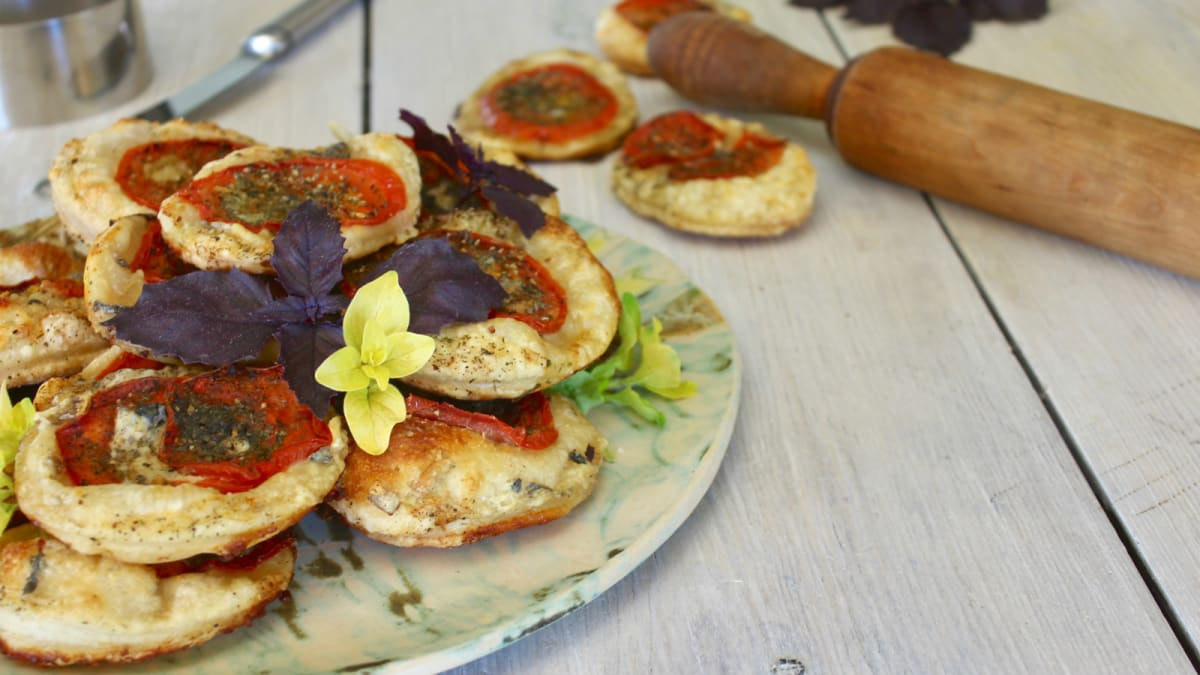 Minipirukad tomati ja juustuga