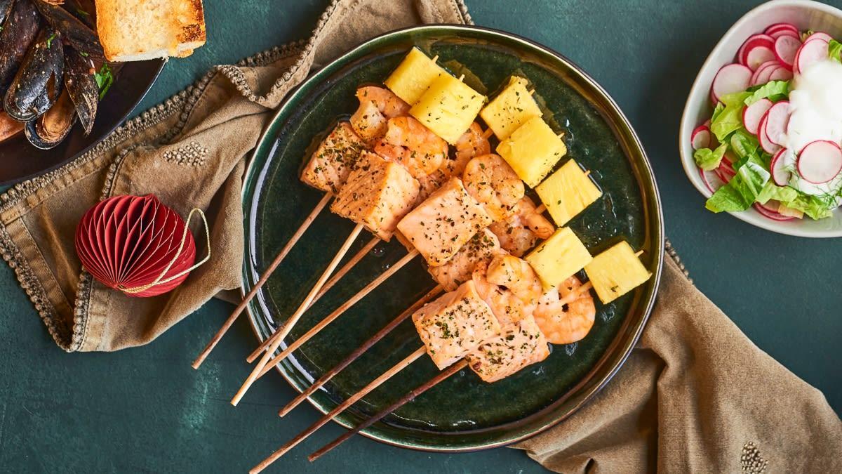 Krevečių iešmeliai su lašišomis ir ananasais