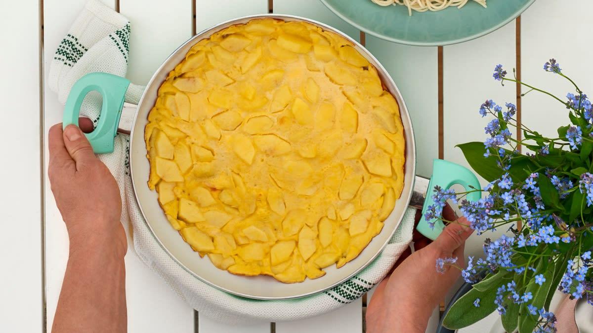 Omletas su obuoliais