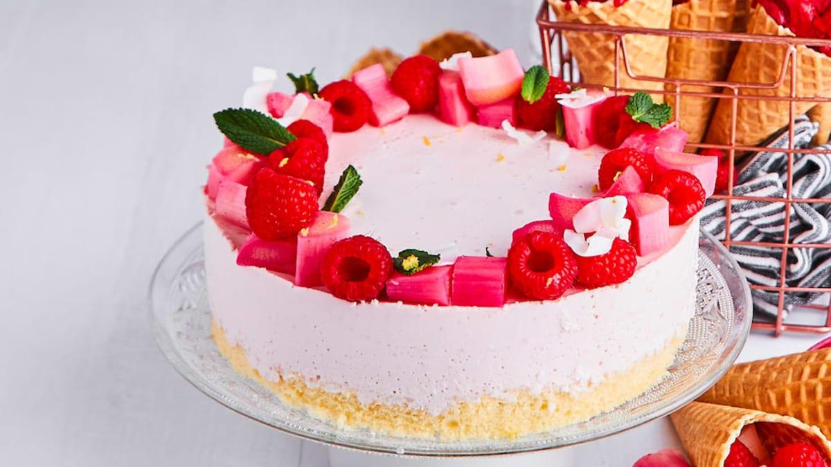 Varškės pyragas su rabarbarais