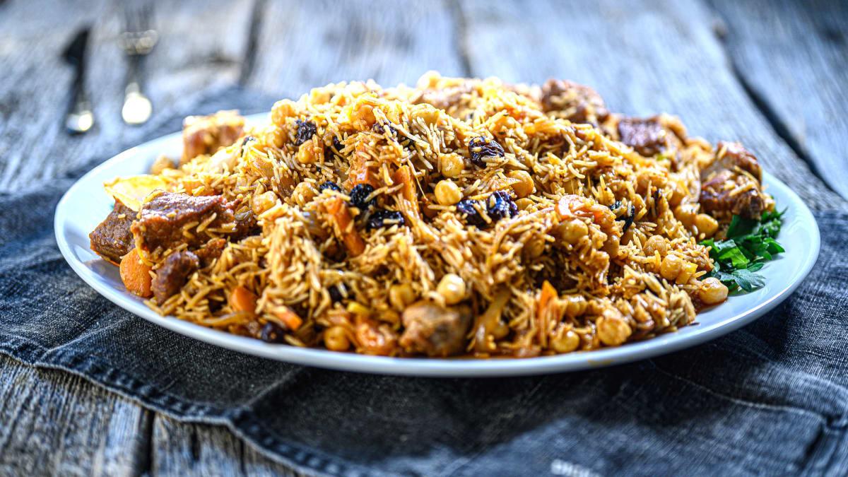 Rīsu plovs ar godži ogām
