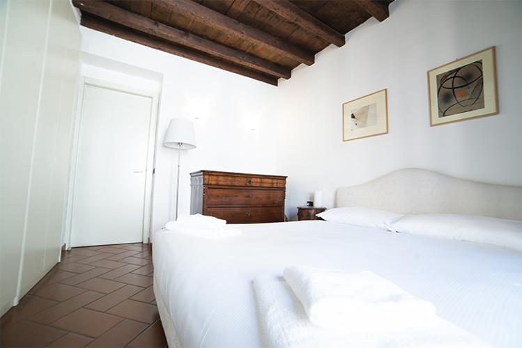 Altra vista camera da letto matrimoniale zona Duomo Milano