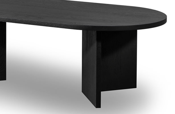 Edge Oval Coffee Table - Black - A stunning contrast