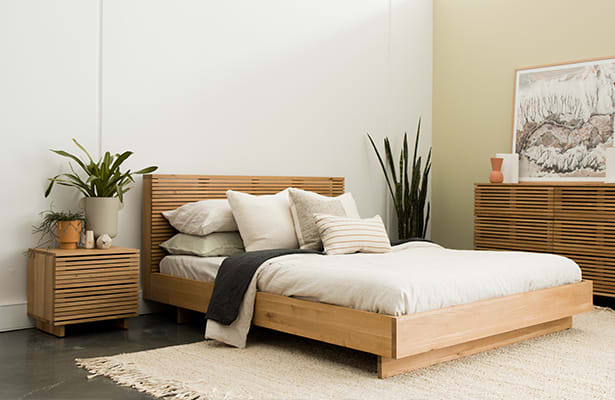 Linear Queen Bed - Oak - An Iconic Design